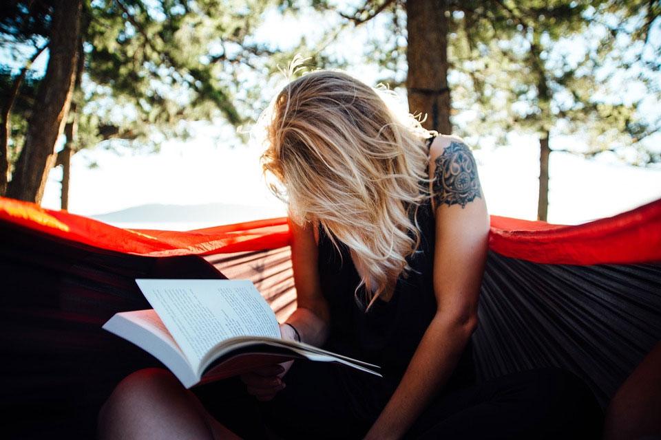 ハンモックで読書