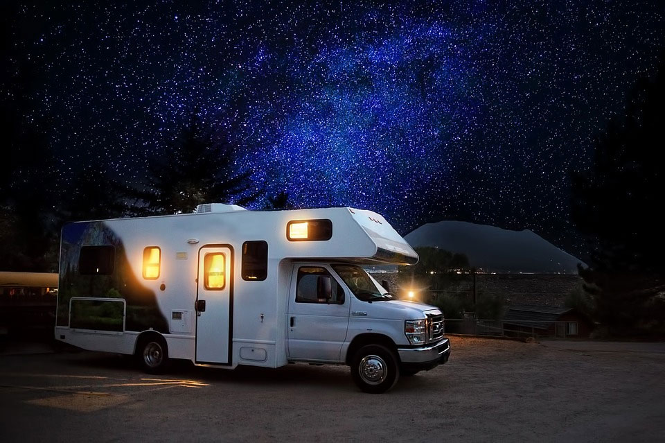 夜空のキャンピングカー