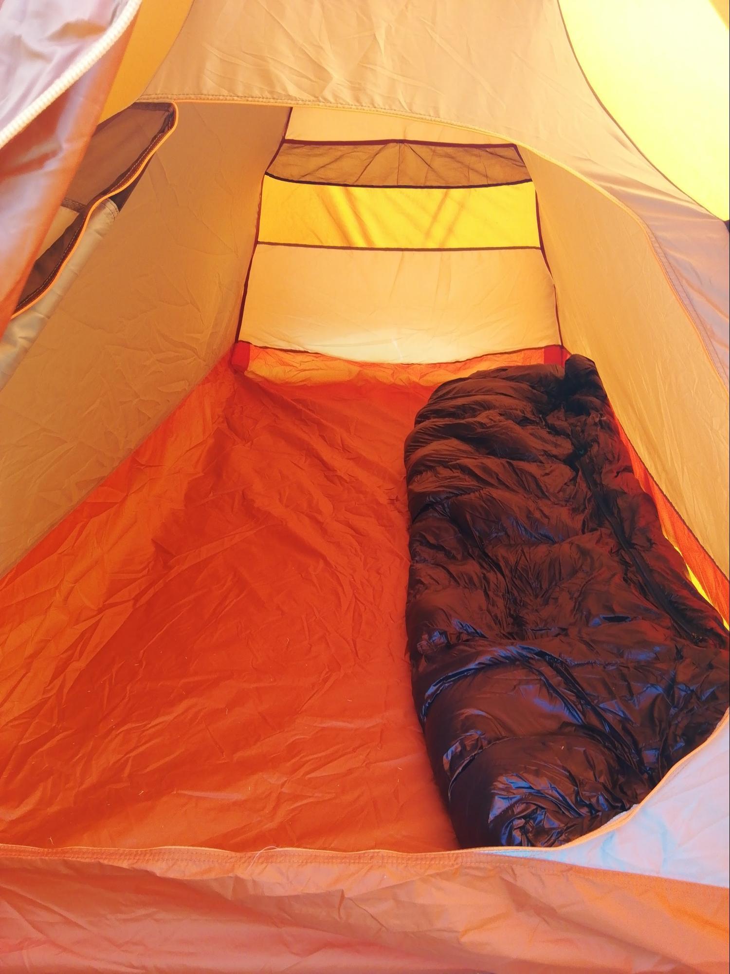 フォルクラTREK100に寝袋を置いてみた写真
