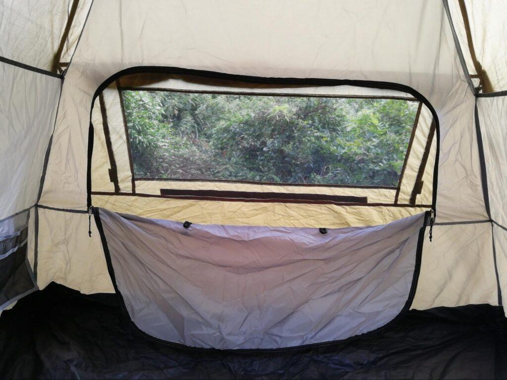 クイックキャンプワンタッチテントの窓の写真