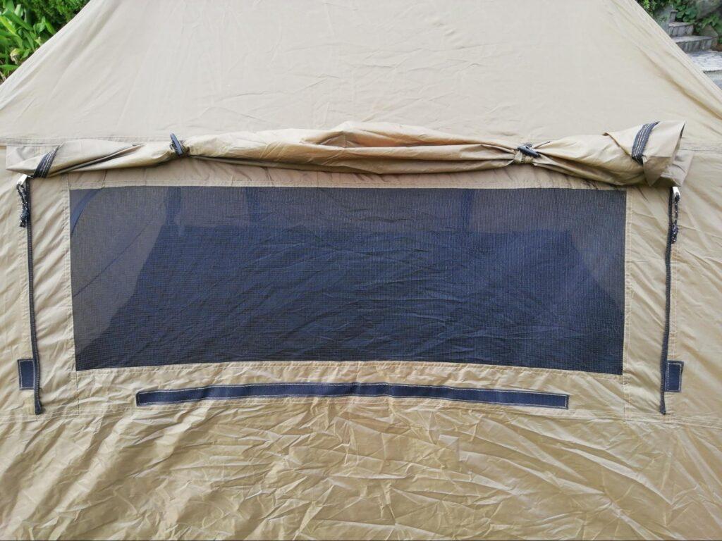 クイックキャンプワンタッチテントの側面の大窓の写真