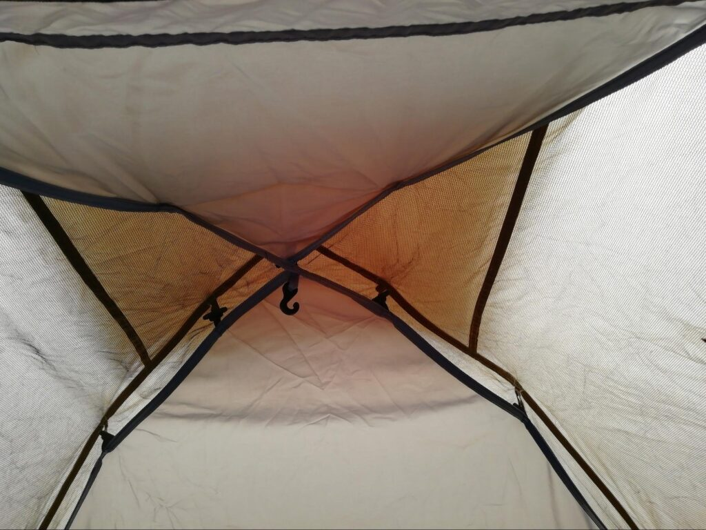 クイックキャンプワンタッチテントのランタンフックの写真