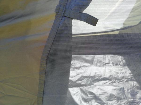 ハヤブサテントのメッシュ加工の細かさの写真
