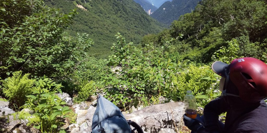 ここを登れば今日は終わり。景色を見て気分を上げながら休み休み登り切りました。