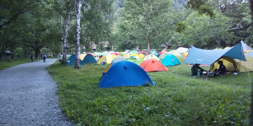 徳澤も小梨平も数百張はありそうなテントの数です。